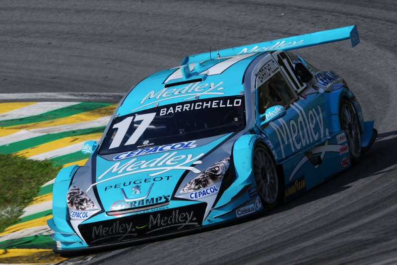 Barrichello competindo em Interlagos