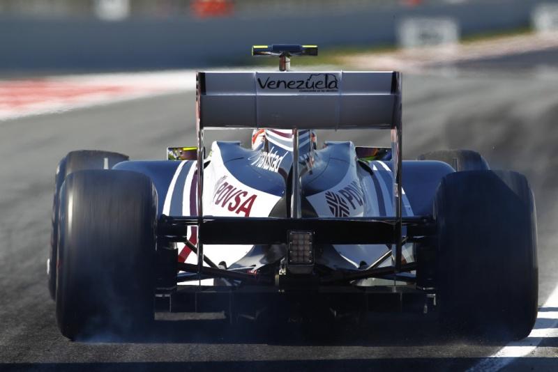 Pastor Maldonado sai dos boxes com carro da Williams
