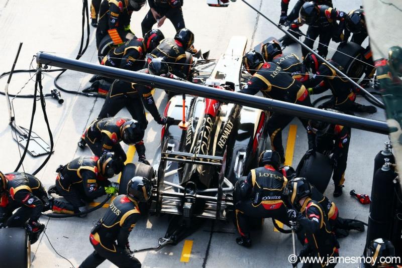 Paul Seaby diz que Lotus ficou devendo nos boxes