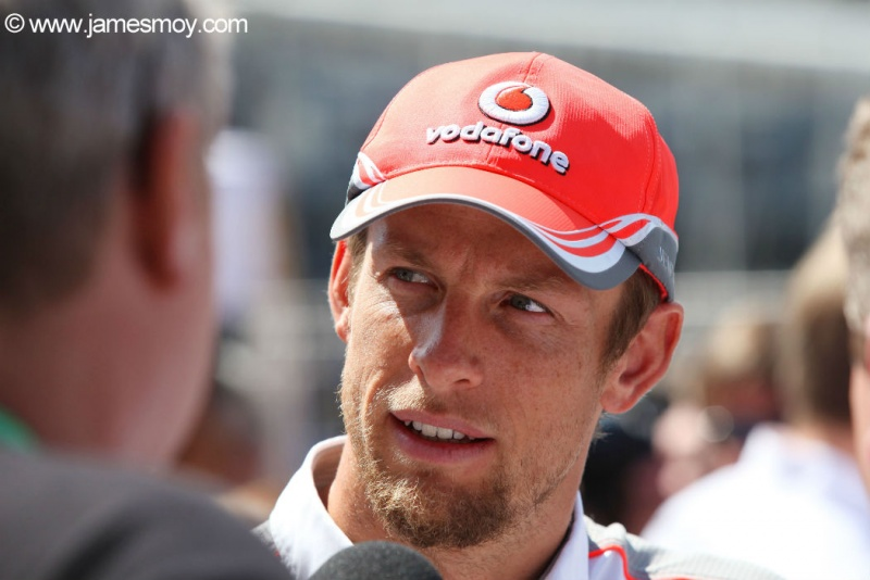 Button dá entrevistas em Mônaco