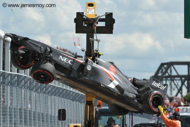 Carro de Gutiérrez é trasportado para os boxes