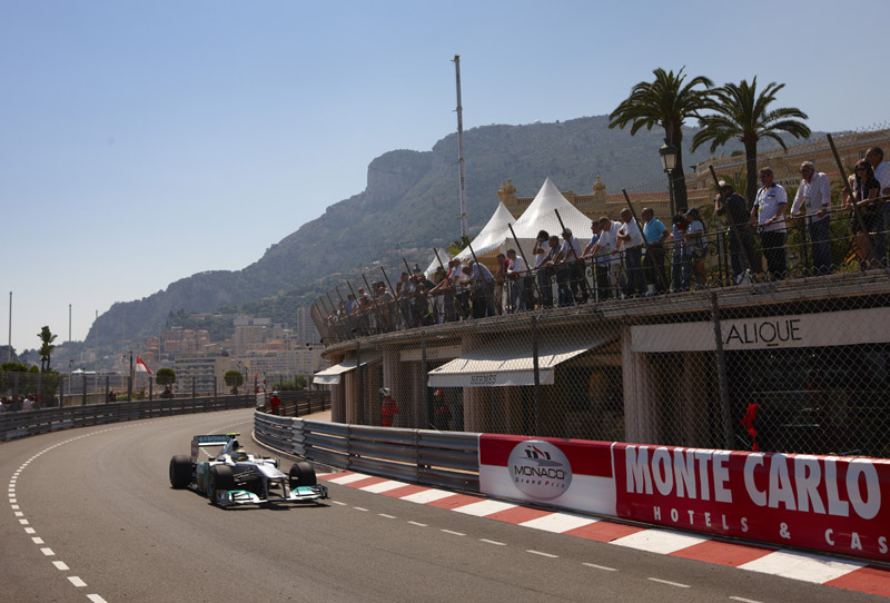 Nico Rosberg larga em oitavo