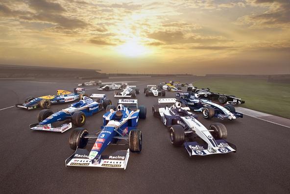 Sessão de fotos com alguns carros históricos da equipe inglesa
