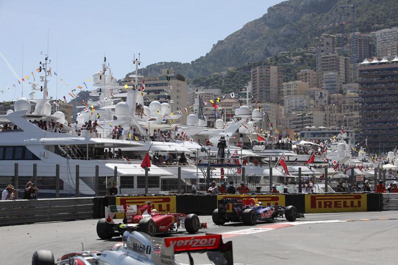 Vettel, Alonso e Button batalham por 1ª posição
