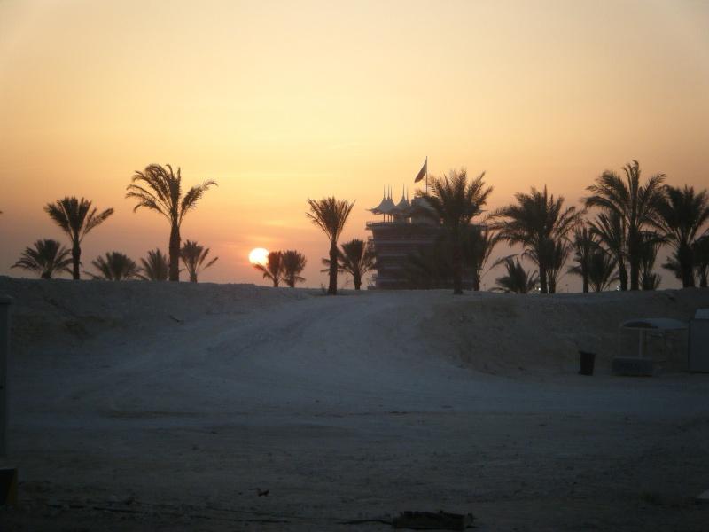 Pôr-do-sol no circuito do Sakhir