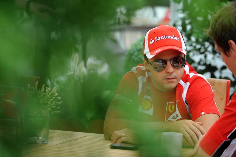 Massa conversa com o engenheiro Rob Smedley, no Canadá