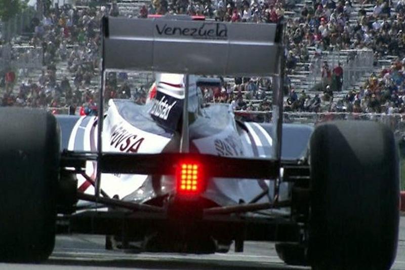 Barrichello deixa boxes em Montreal