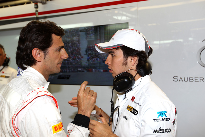 De la Rosa recebe dicas do titular Sergio Perez