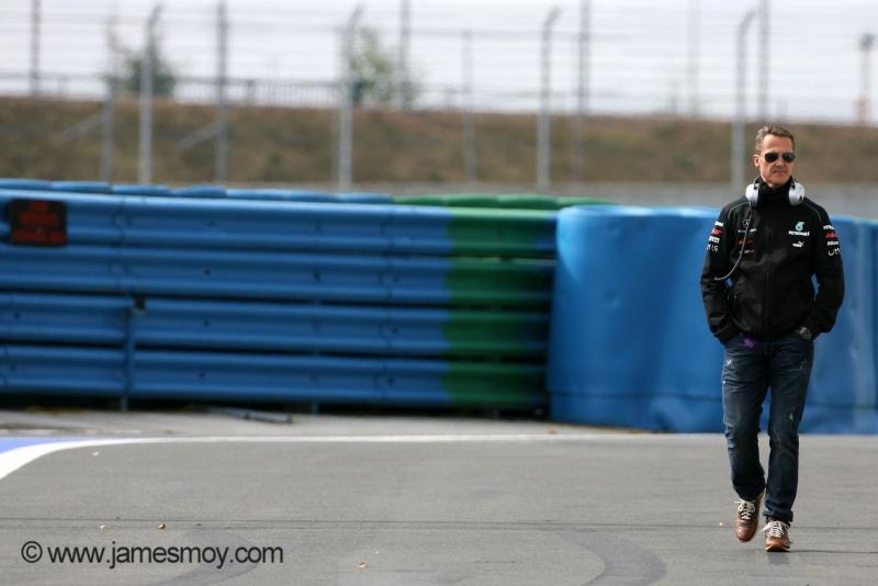 Michael Schumacher permanece internado no CTI em Grenoble