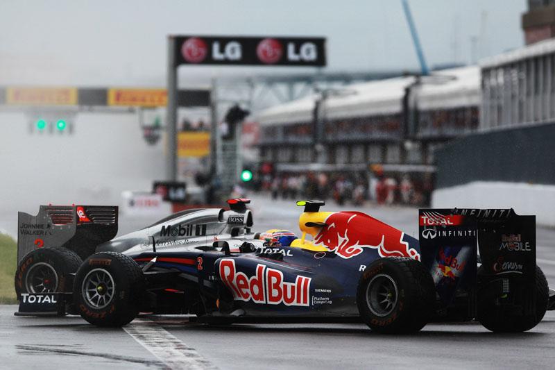 Webber vê mundo ao contrário após toque de Hamilton