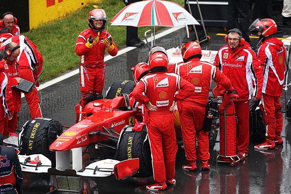 Alonso abandonou após toque com Button