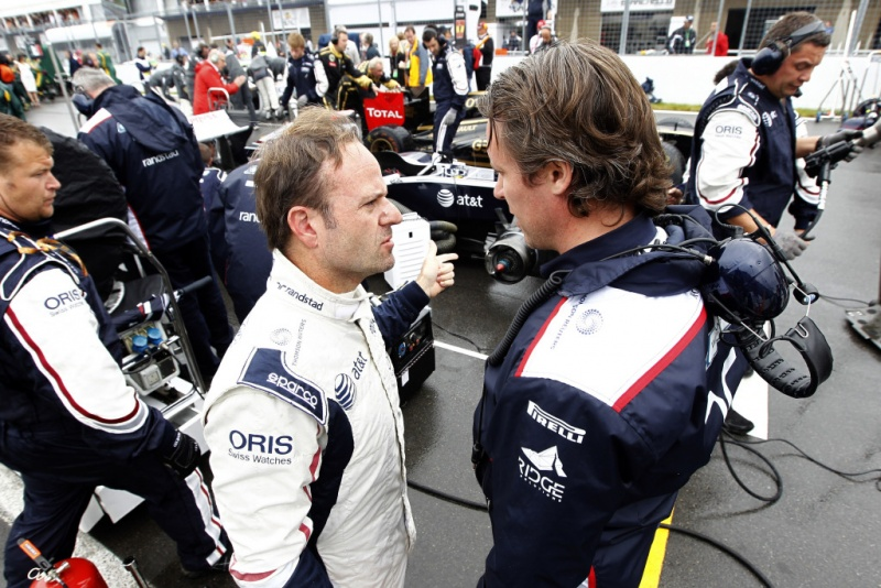 Sam Michael conversa com Rubens Barrichello durante o GP do Canadá