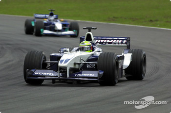 Ralf Schumacher fighting his way back, 4 laps behind