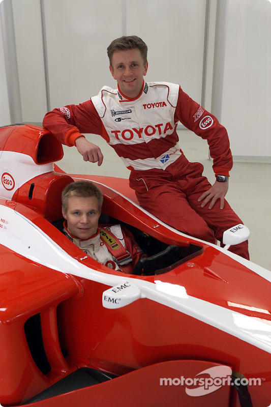 Mika Salo in the cockpit and Allan McNish