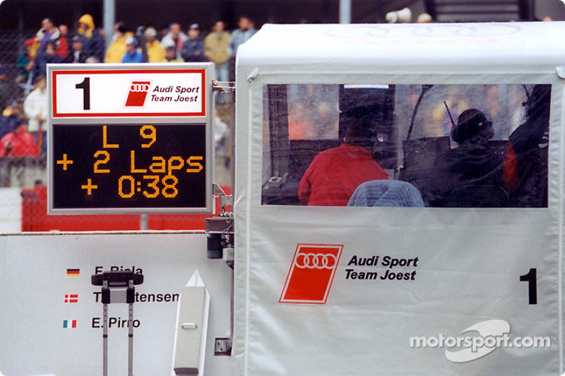Audi pit board shows a solid lead
