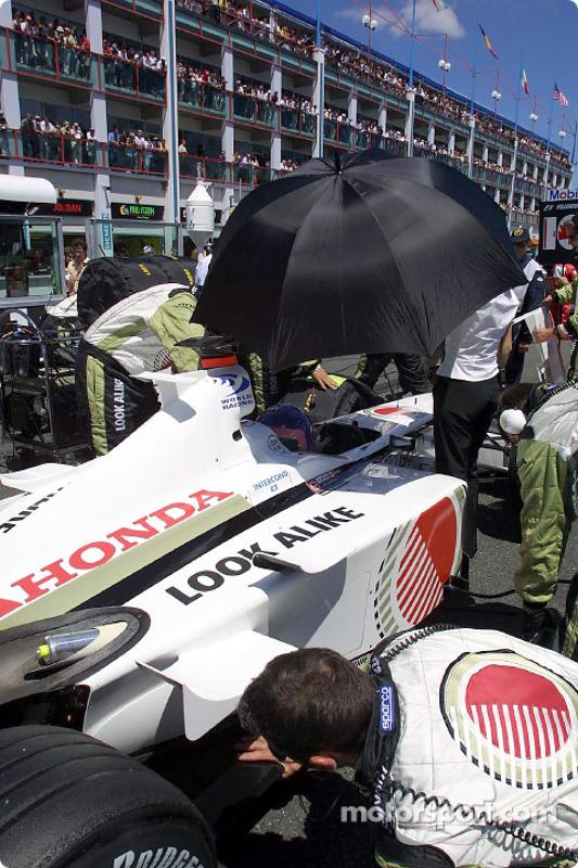 Jacques Villeneuve on the grid