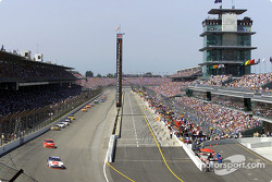Pole sitter Jimmy Spencer leads the field past the packed stands at Indianapolis