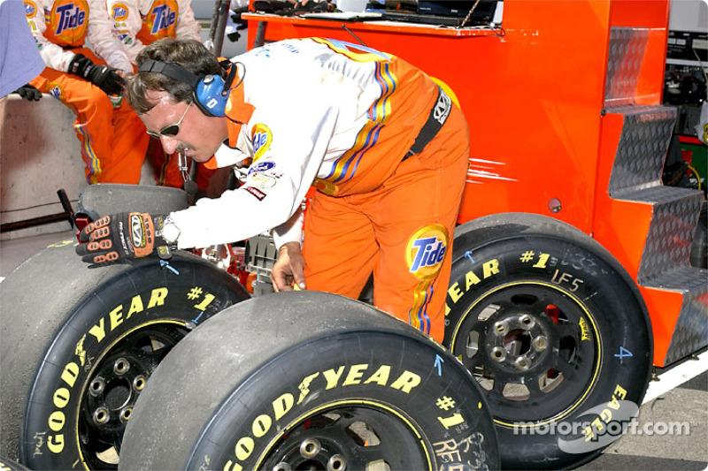 Checking tire temperature