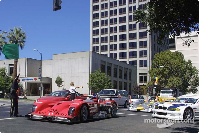 Jan Magnussen leads the cars away for a few parade laps around Cesar Chavez Park