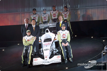Jacques Villeneuve and Olivier Panis with David Richards, Toru Ogawa and Malcolm Oastler