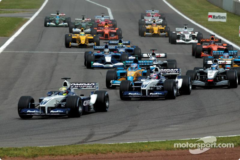 First corner: Ralf Schumacher, Juan Pablo Montoya and the field
