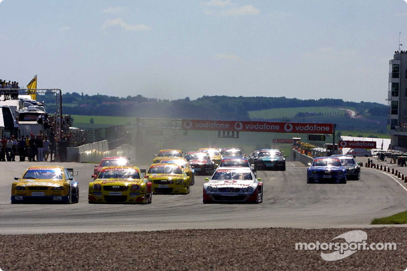 The start: Laurent Aiello taking the lead in front of Alain Menu and Bernd Schneider