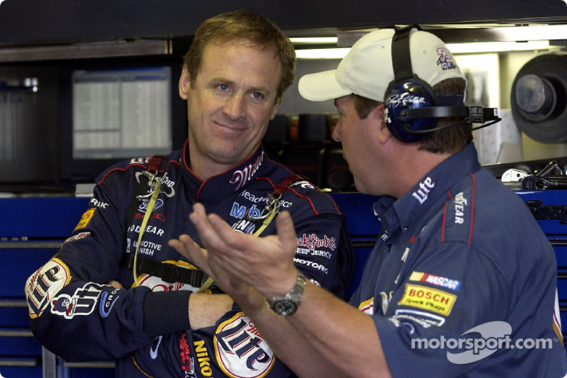Rusty Wallace and crew chief Bill Wilburn discussing set up at Michigan