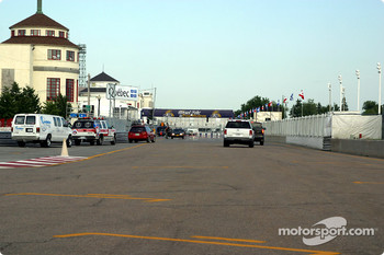 Front straight on Gilles-Villeneuve Avenue