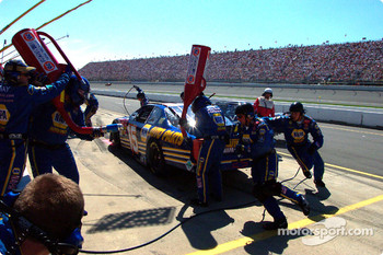 Pitstop for Michael Waltrip