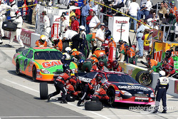 Pitstop for Greg Biffle and Jeff Burton