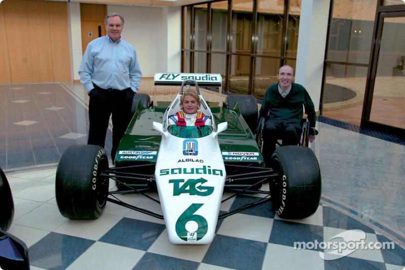 2002年11月:坐进父亲柯克·罗斯伯格的冠军F1赛车
