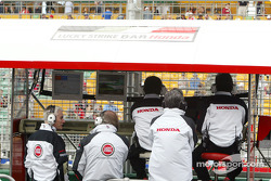 Honda engineers, David Richard and Geoff Willis at BAR pitwall