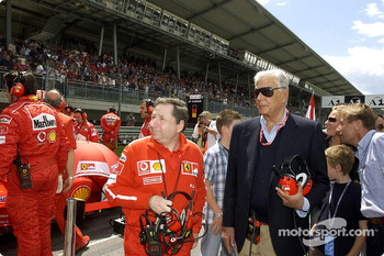 Jean Todt and Umberto Agnelli on the starting grid