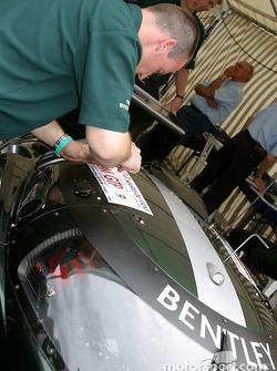 Final step for #7 Team Bentley Bentley Speed 8