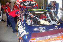 Hendrick crew prepares the DuPont Chevrolet for Juan Pablo Montoya