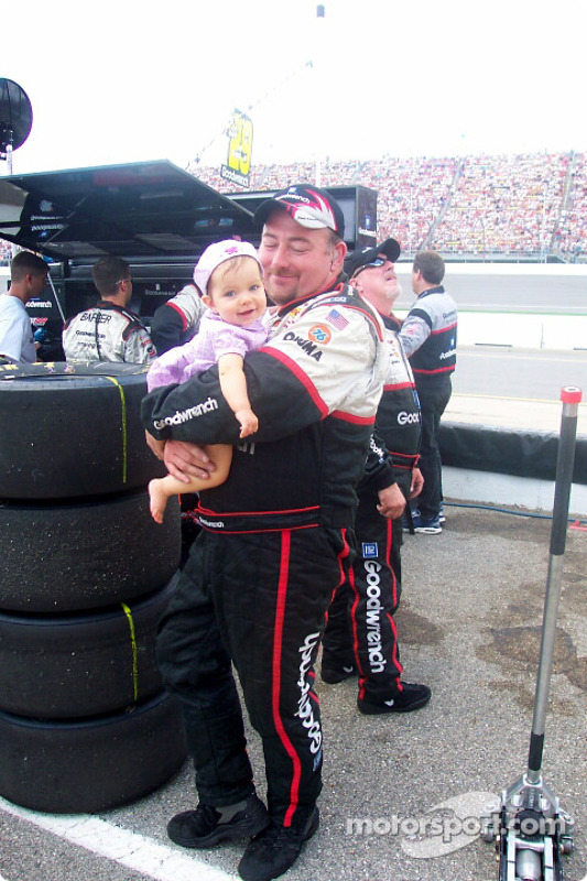 Kevin Harvick's crew member and his daughter