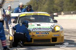 Pitstop for #24 Alex Job Racing Porsche 911 GT3 RS: Timo Bernhard, Jorg Bergmeister