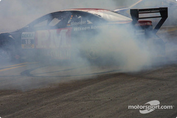 Timo Scheider smokes the tires