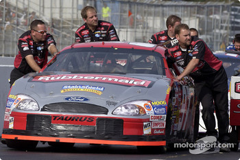 Roush Racing crew push Kurt Busch's car