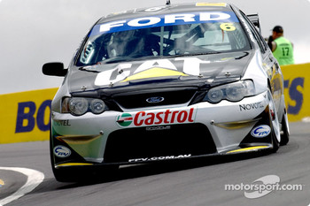 Craig Lowndes on his way to grabbing 6th during qualifying