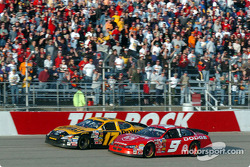 Matt Kenseth and Kasey Kahne fight to the checkered flag