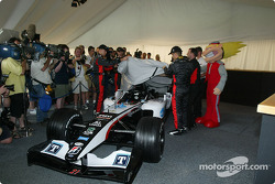 Minardi drivers unveil the new Minardi PS04B