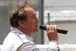 Drivers presentation: Rob Wilson sings 'Midnight Special'
