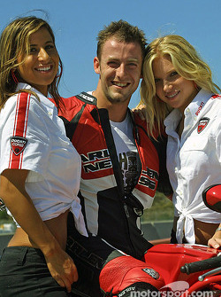 Ducati girls (again: isn't it nice to be a rider?)