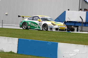 #50 Freisinger Yukos Motorsport Porsche 996 GT3 RSR: Emmanuel Collard, Stphane Ortelli