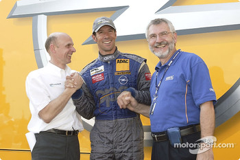 Manuel Reuter celebrates podium finish with Volker Strycek and Opel CEO Hans H. Demant