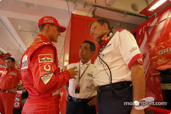 Michael Schumacher discusses with engineers