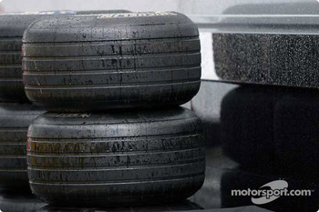 Wet tires in rainy Spa
