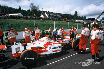Ricardo Zonta on the starting grid