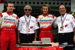 Olivier Panis commemorates final Grand Prix with Akihiko Saito, Jarno Trulli and Toyota President Fujio Cho